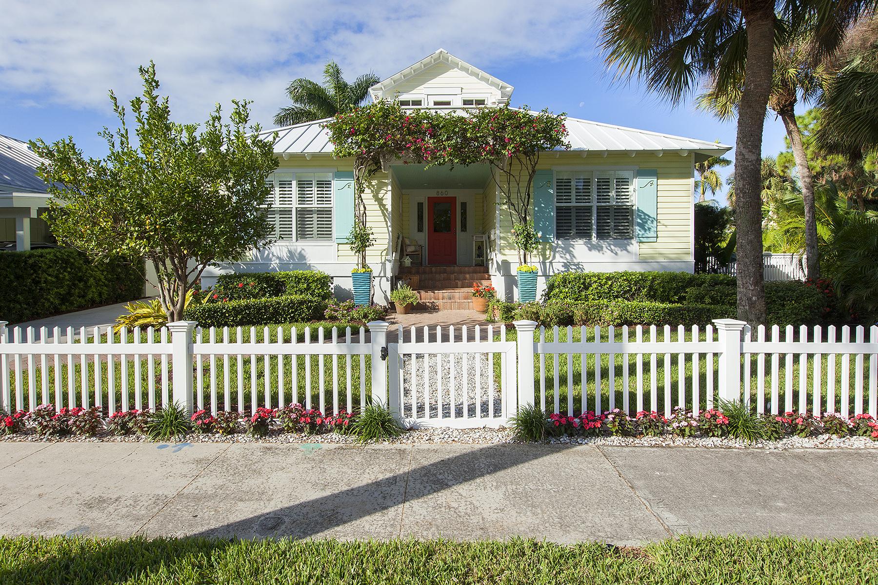 独户住宅 为 销售 在 OLD NAPLES 860 8th St S Old Naples, 那不勒斯, 佛罗里达州 34102 美国