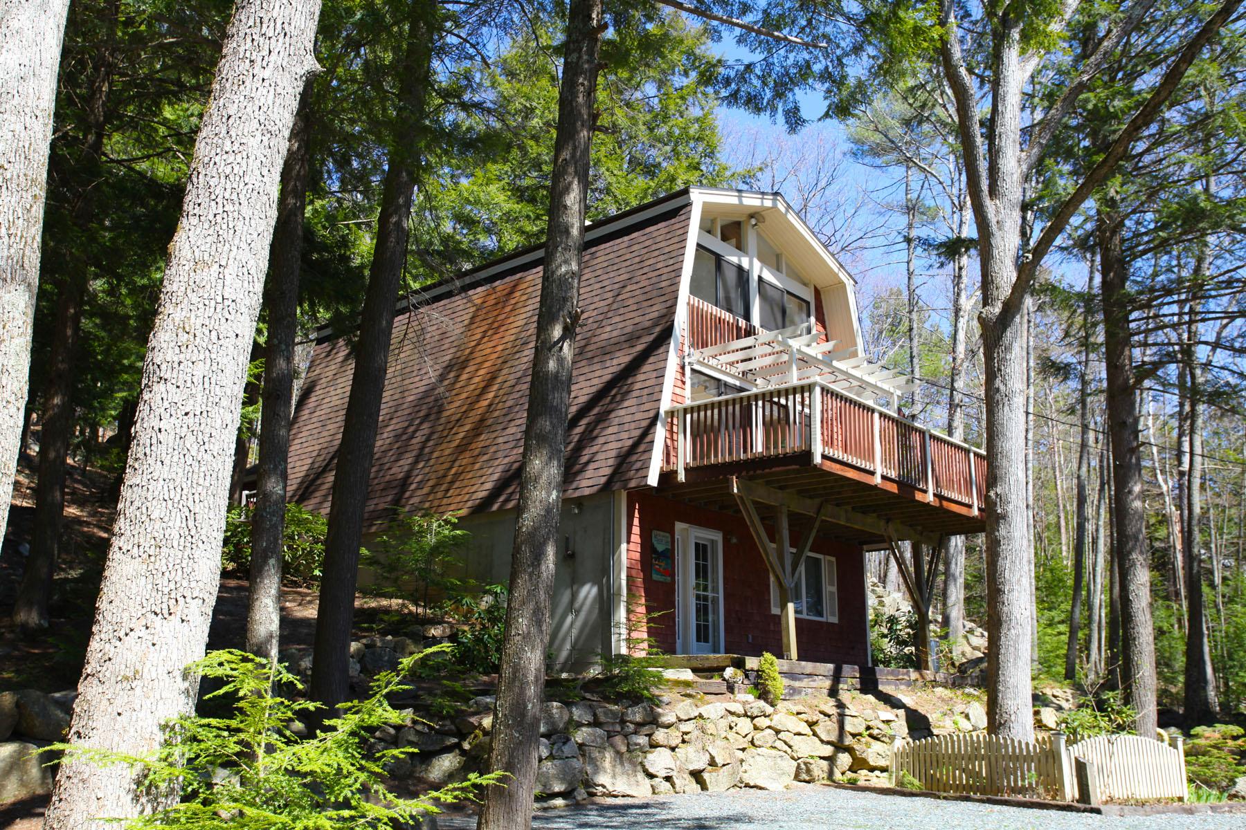 Maison unifamiliale pour l Vente à Gorgeous Lakefront S 72 Keyser St Sutton, New Hampshire 03260 États-Unis