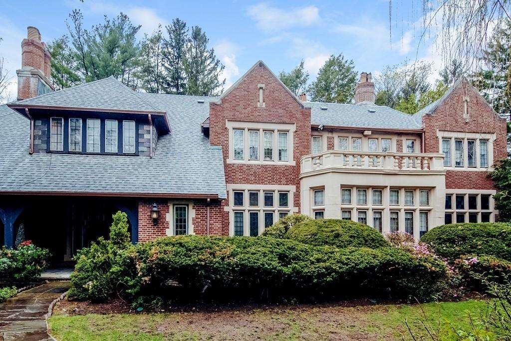 واحد منزل الأسرة للـ Sale في 6 Woodchester Drive, Newton Newton, Massachusetts 02467 United States