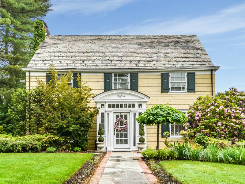 Single Family Home for Sale at Colonial 15 Plandome Dr Manhasset, New York, 11030 United States