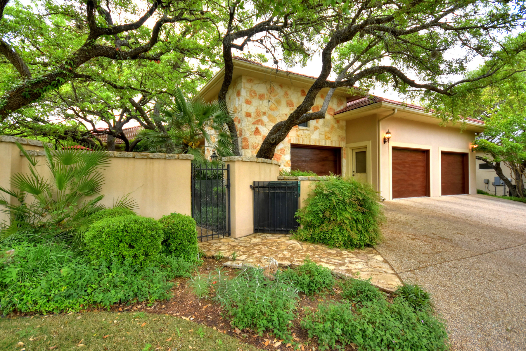 Additional photo for property listing at Immaculate Home in The Dominion 35 Worthsham San Antonio, Texas 78257 United States