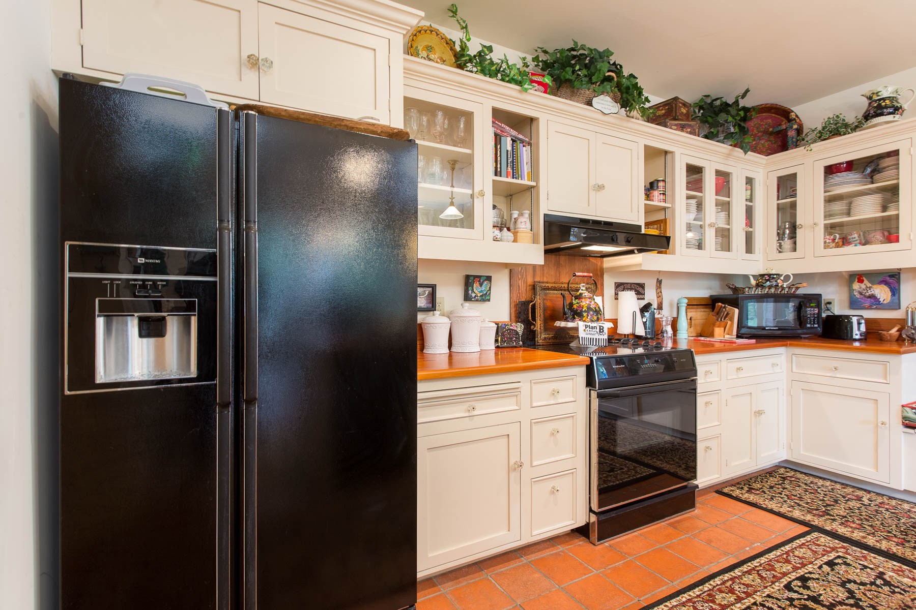 Additional photo for property listing at Texas Hill Country Style Homes in Fredericksburg 605 E Austin St Fredericksburg, Texas 78624 United States