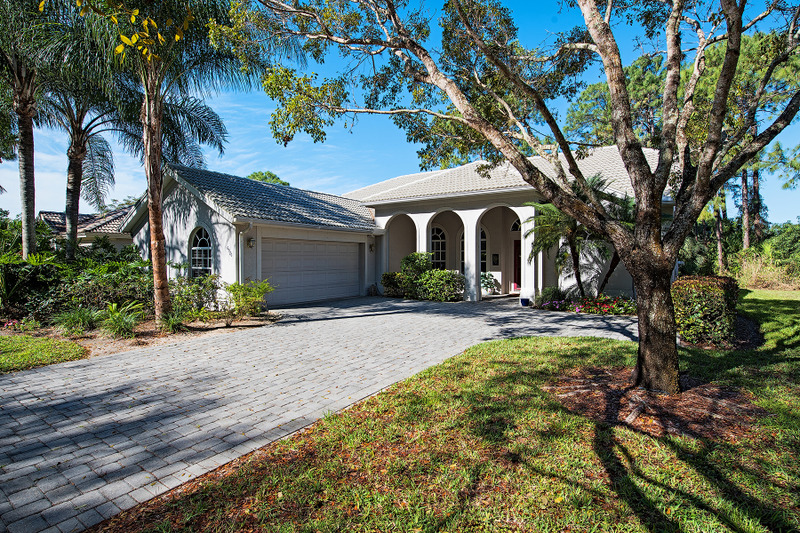 Maison unifamiliale pour l Vente à AUTUMN WOODS 6576 Chestnut Cir Naples, Florida, 34109 États-Unis