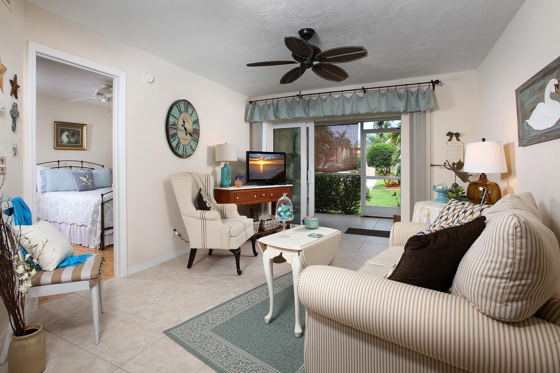 Condominio por un Venta en MARCO ISLAND - VILLAGE AT SMOKEHOUSE BAY 855 Elkhorn Ct 515 Marco Island, Florida 34145 Estados Unidos