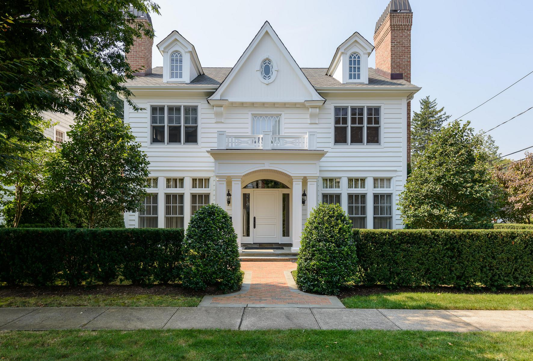 Single Family Home for Sale at Colonial 39 Woodbury Way Syosset, New York, 11791 United States