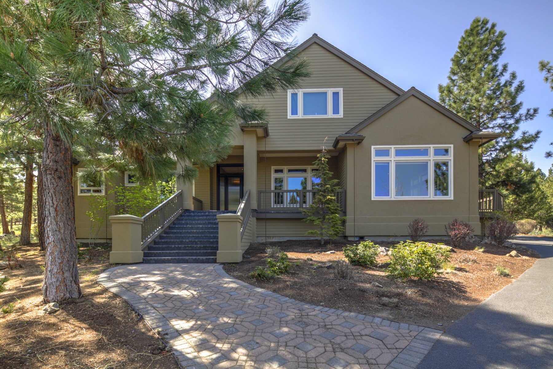 Single Family Home for Sale at Awbrey Butte 1805 NW Remarkable Dr Bend, Oregon 97701 United States