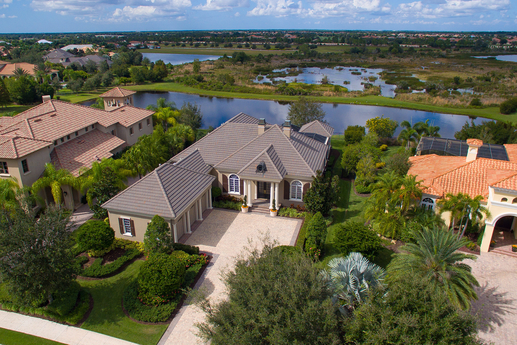 Maison unifamiliale pour l Vente à THE LAKE CLUB 15815 Clearlake Ave Lakewood Ranch, Florida 34202 États-Unis