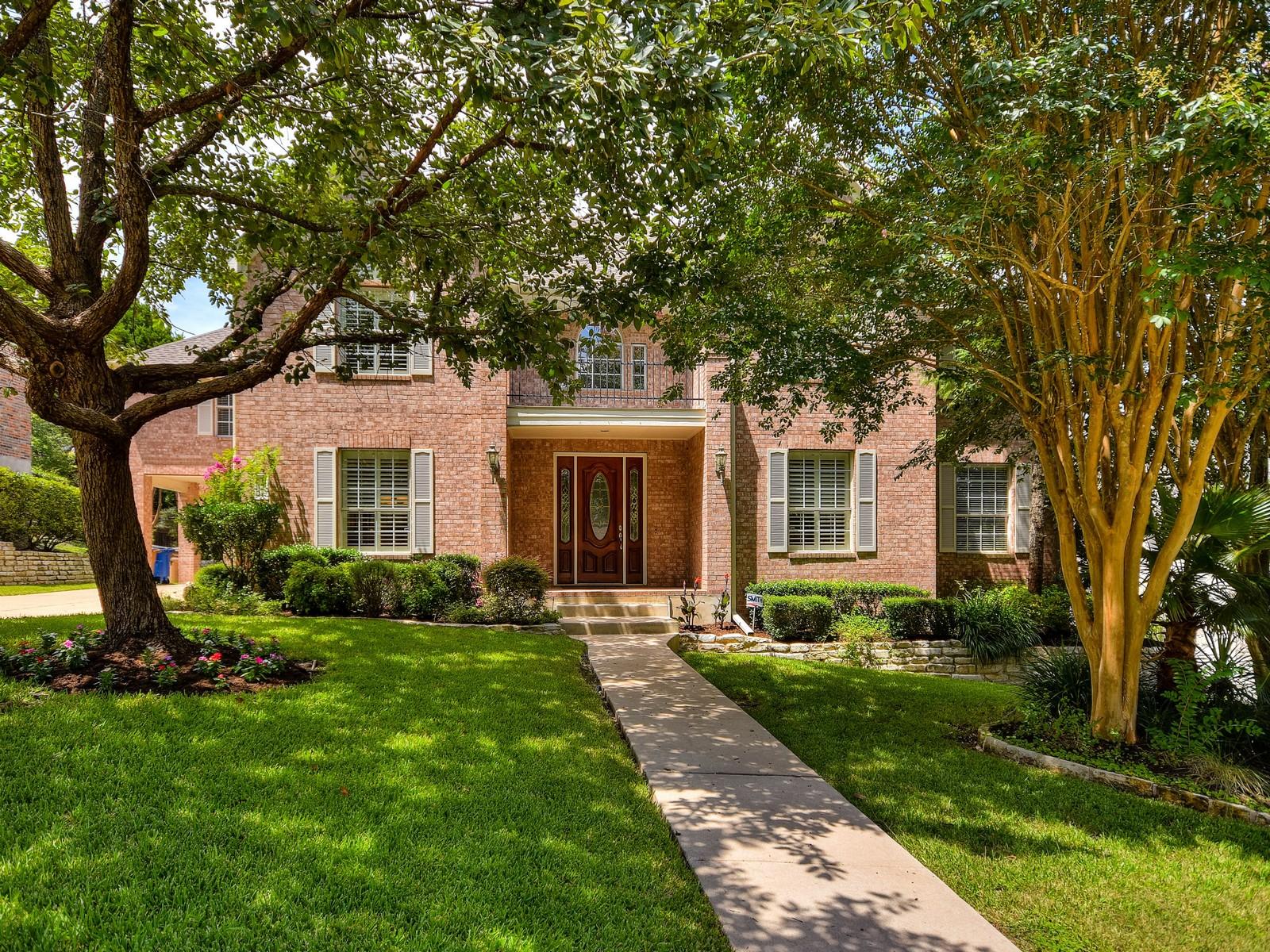 Vivienda unifamiliar por un Venta en Wonderful and Stylish Home 1608 Churchwood Cv Austin, Texas 78746 Estados Unidos