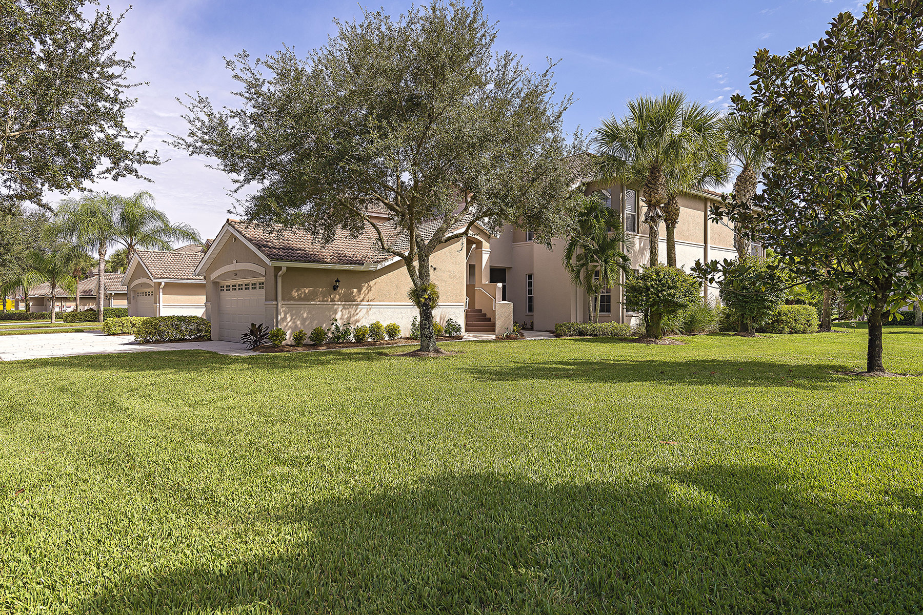 共管式独立产权公寓 为 销售 在 VANDERBILT COUNTRY CLUB - WEDGEWOOD 8440 Danbury Blvd 104 Naples, 佛罗里达州 34120 美国
