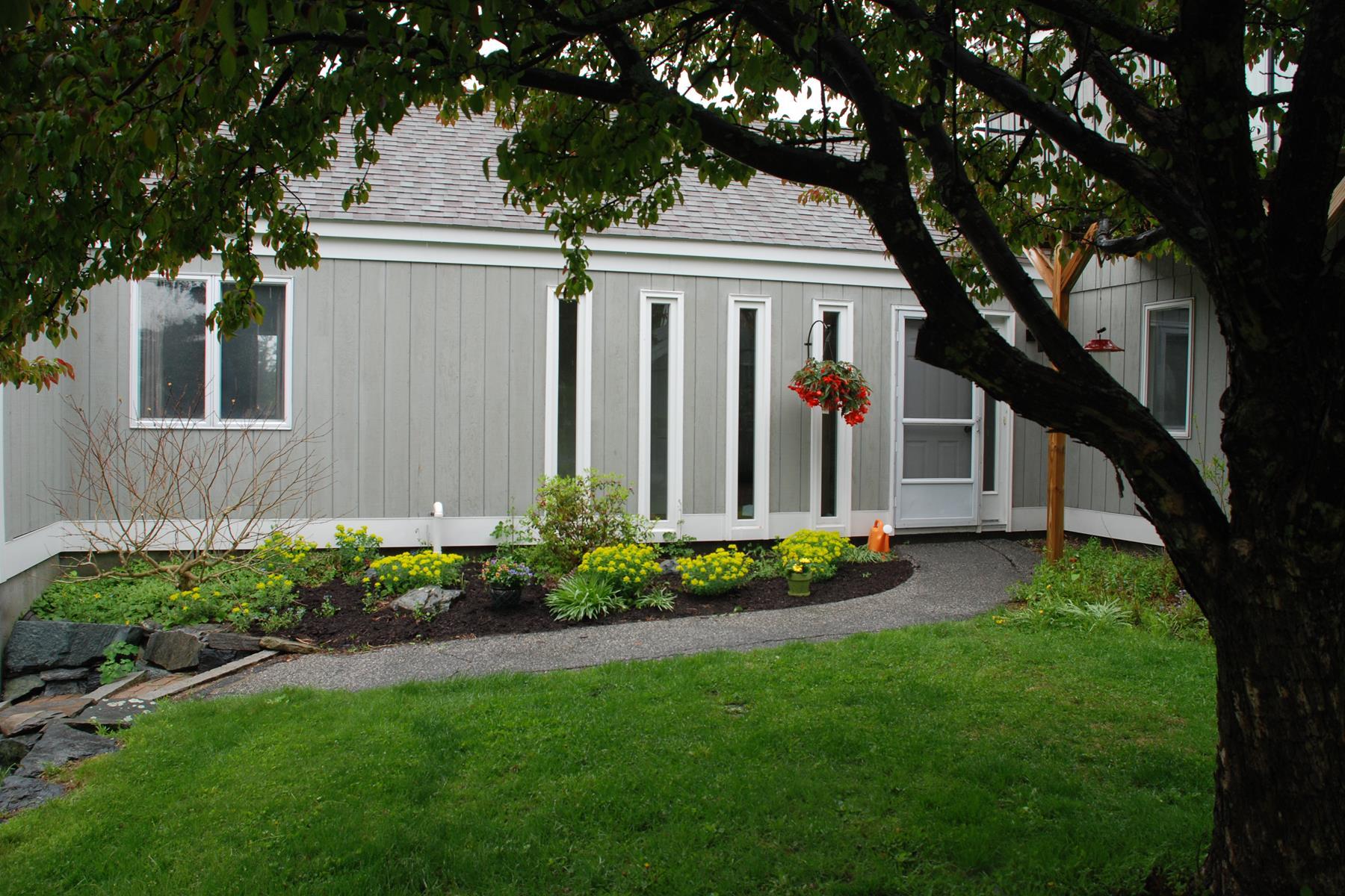 Condominio per Vendita alle ore 1 Hilltop Place, New London New London, New Hampshire 03257 Stati Uniti