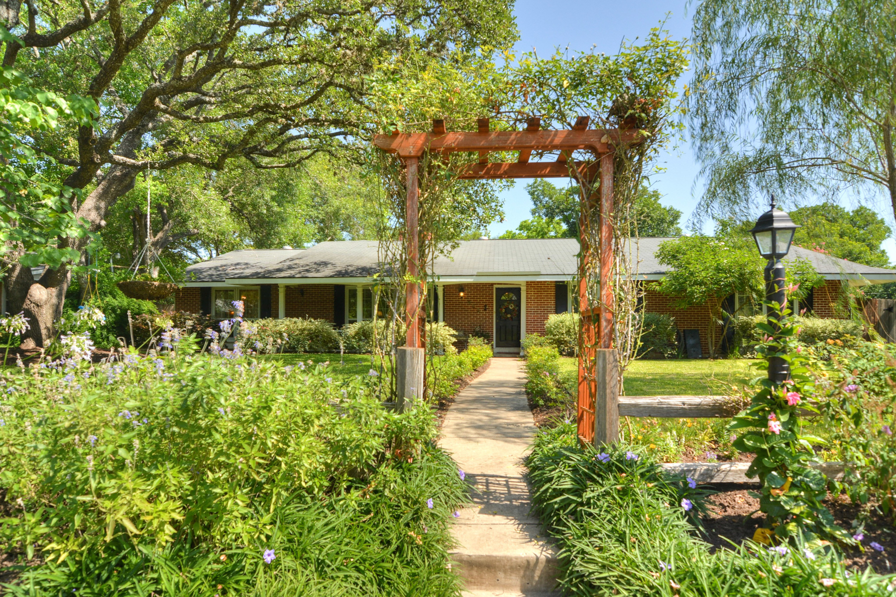 Single Family Home for Sale at Lovely Home in Northwood 423 Cave Ln San Antonio, Texas 78209 United States