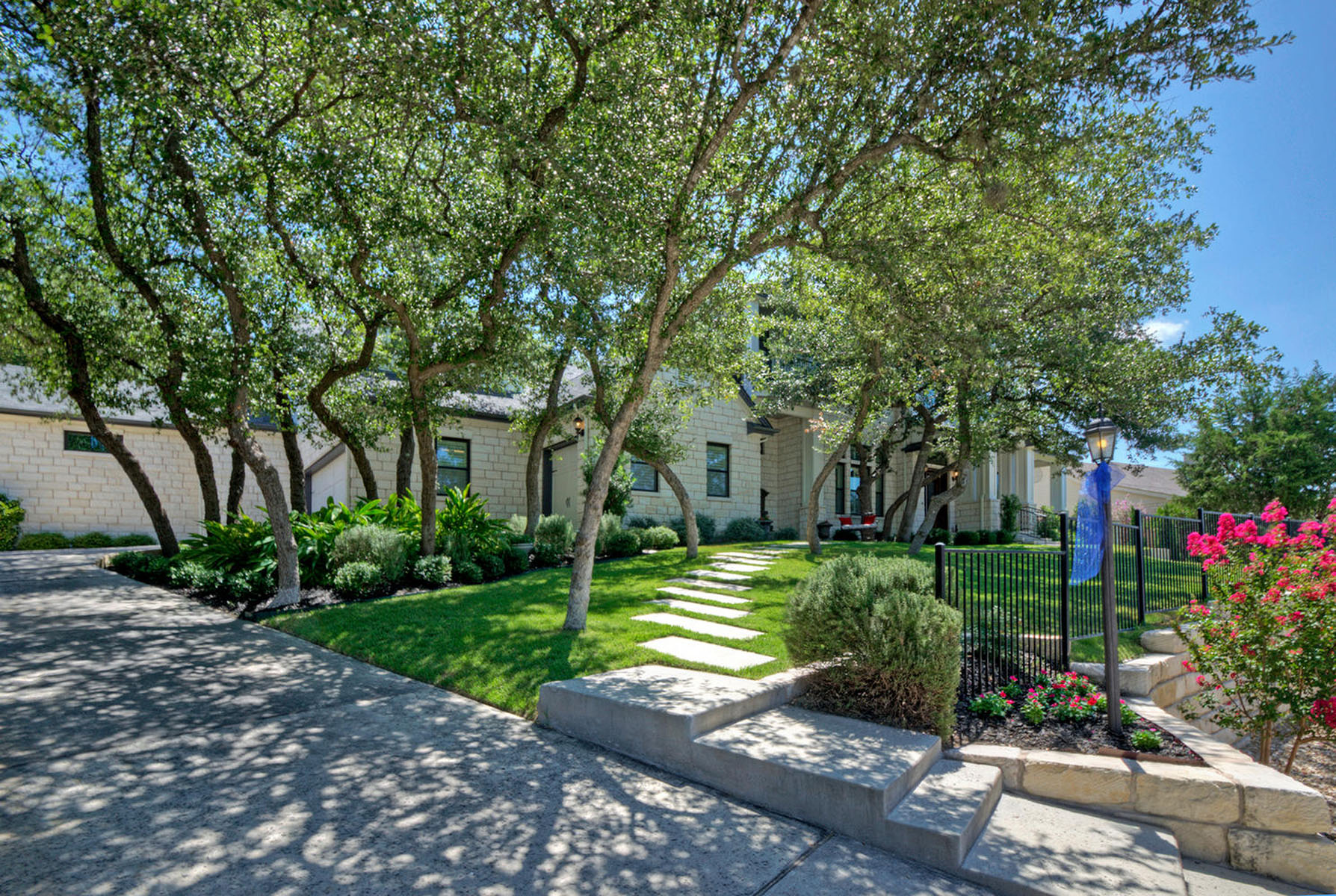 Additional photo for property listing at Pristine Custom Home in Lakeway 604 Flamingo Cv Lakeway, Texas 78734 United States