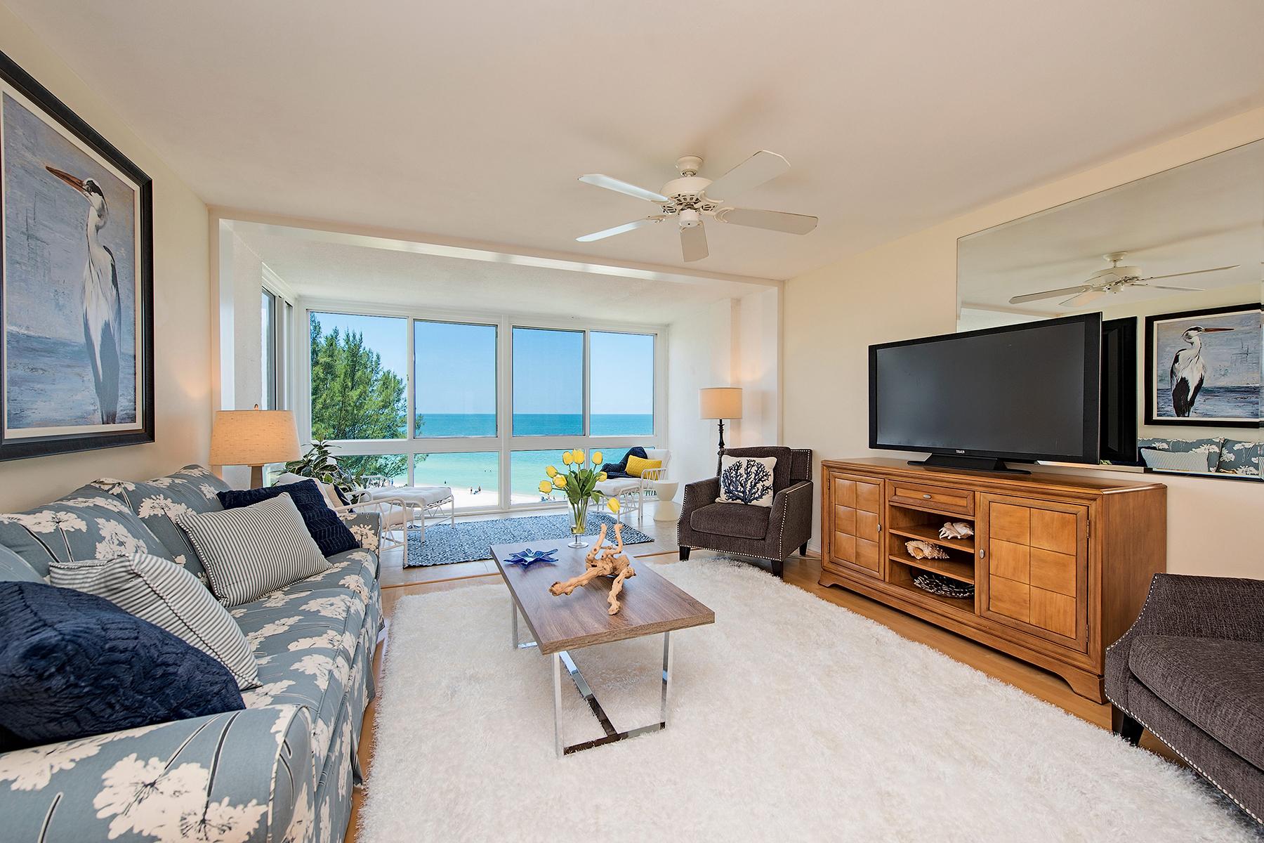 Condomínio para Venda às MOORINGS - ROYAL PALM CLUB 2121 Gulf Shore Blvd N 507 Naples, Florida, 34102 Estados Unidos
