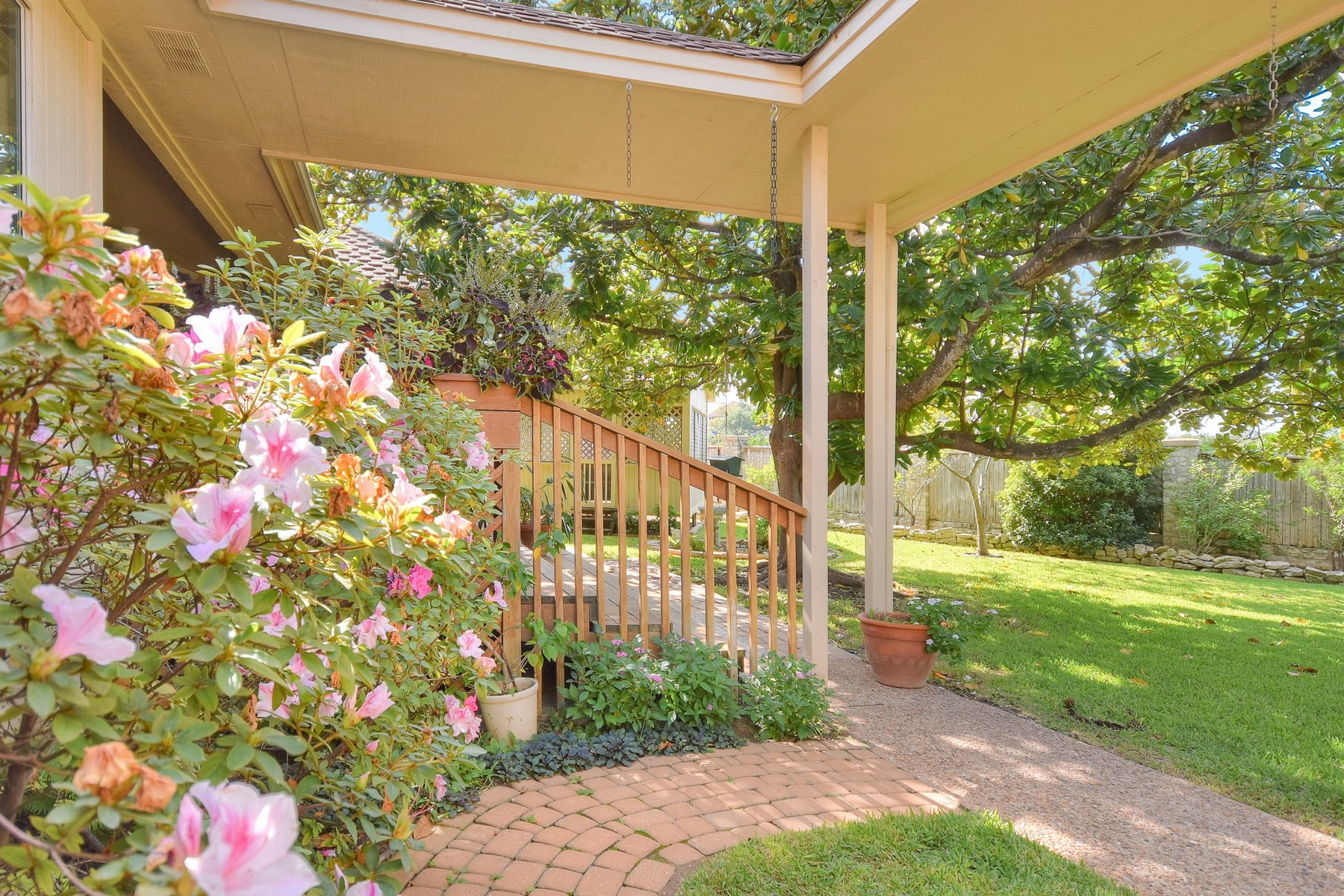 Additional photo for property listing at Wonderful Home on Davenport Cul-de-sac 6106 Nashua Ct Austin, Texas 78746 United States