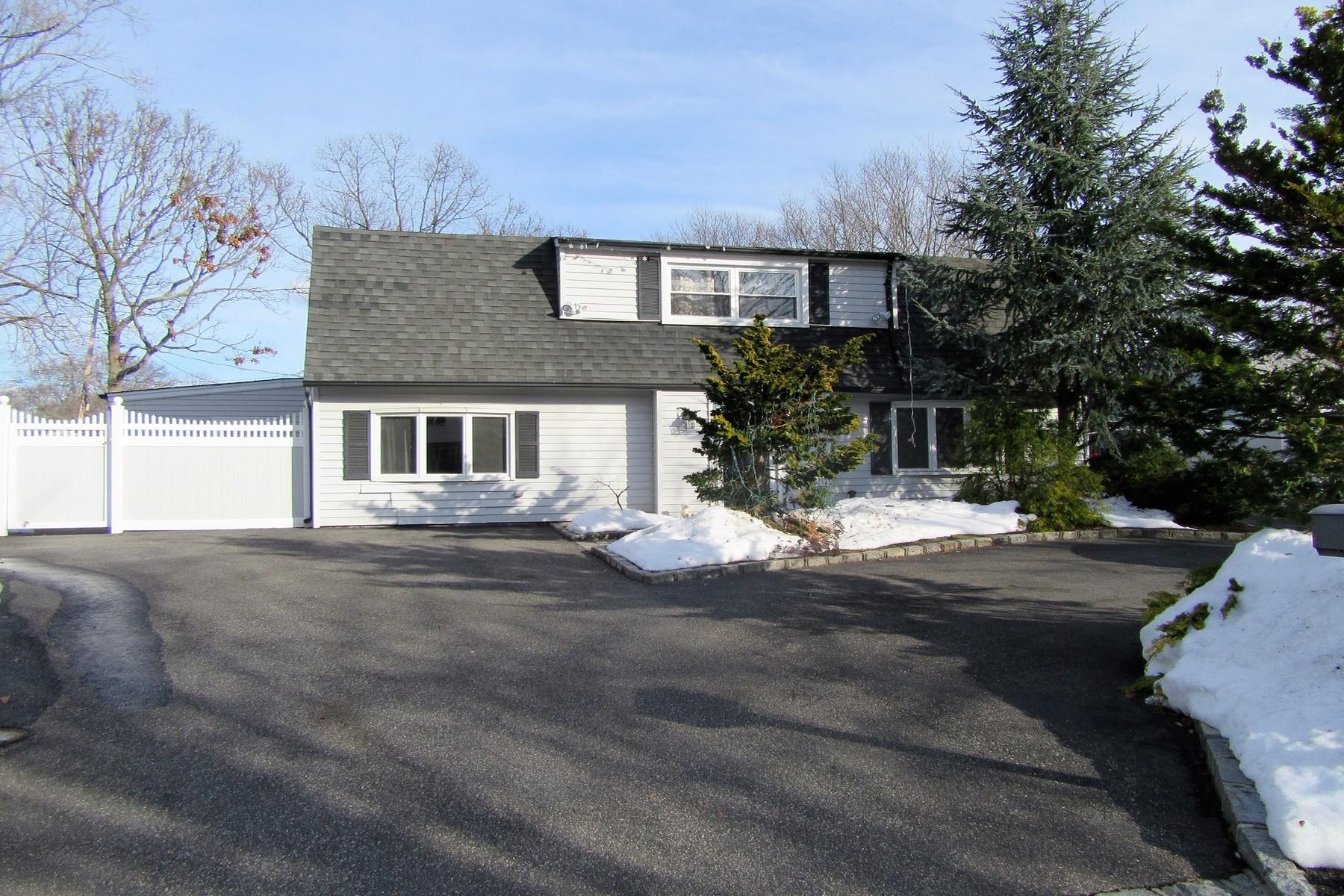단독 가정 주택 용 매매 에 Colonial 27 Ramsy Ln Farmingville, 뉴욕, 11738 미국