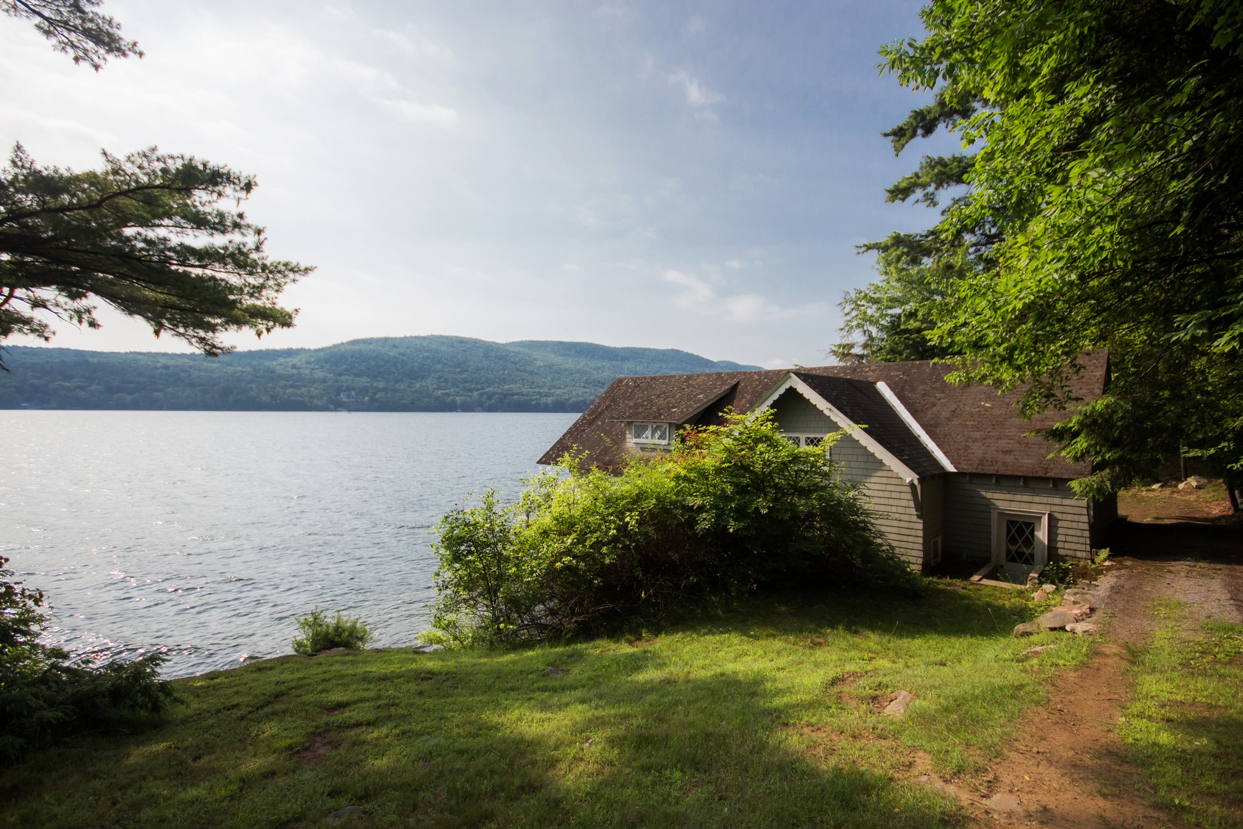 Casa Unifamiliar por un Alquiler en Lake George Waterfront Rental 30 Ahnohwarah Rd. Lake George, Nueva York 12845 Estados Unidos