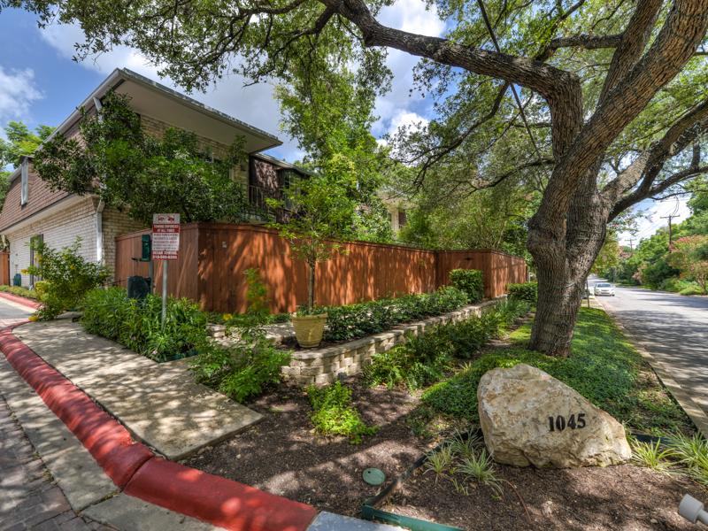 共管物業 為 出售 在 Great Condo in Olmos Park 1045 Shook Ave 101A San Antonio, 德克薩斯州 78212 美國