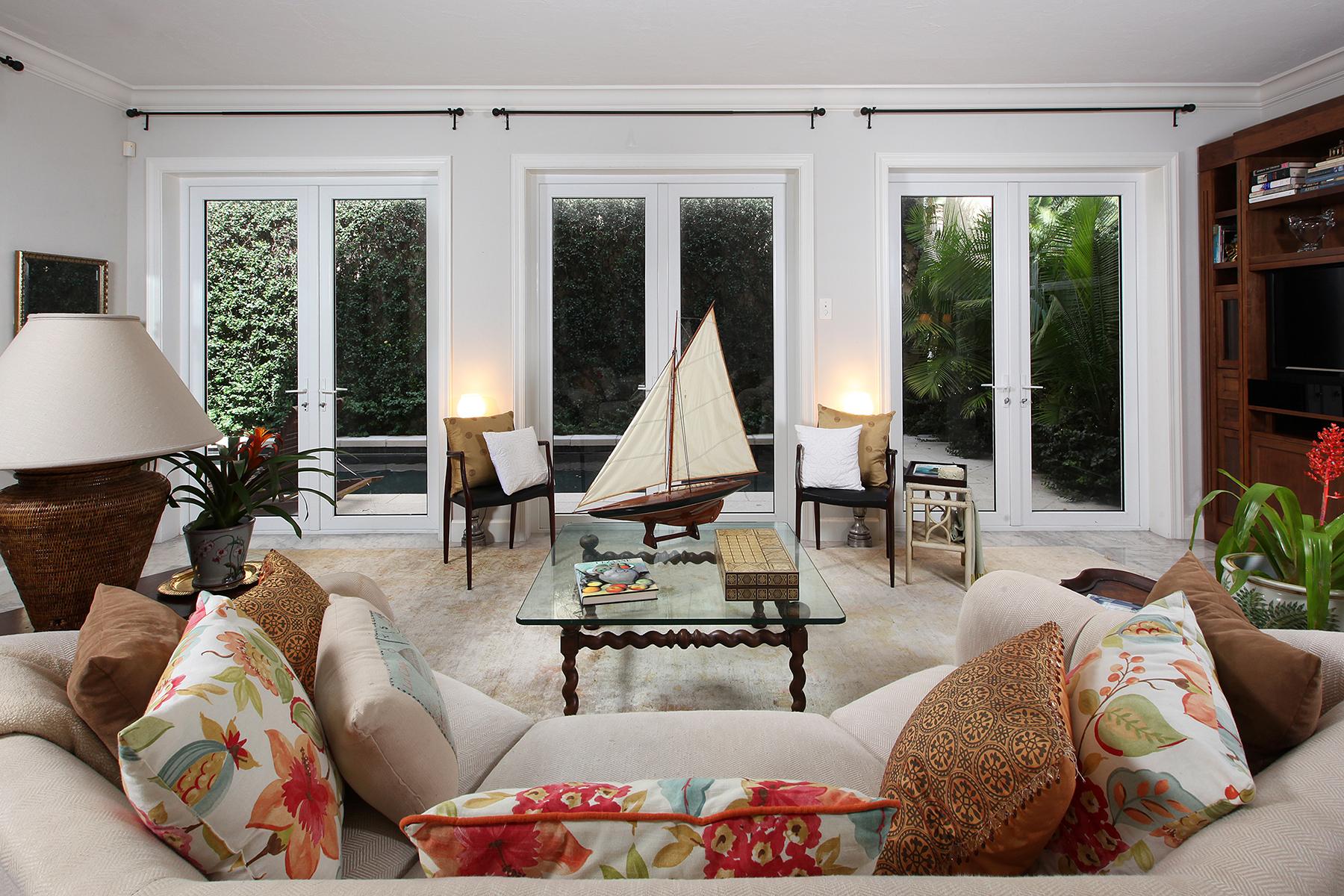 联栋屋 为 销售 在 Naples 868 4th St S 11 那不勒斯, 佛罗里达州, 34102 美国