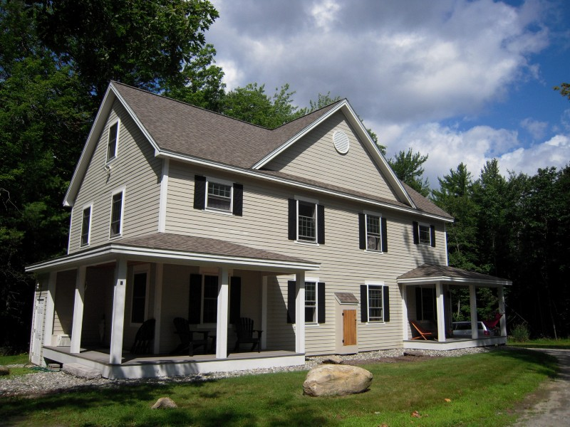 Casa multifamiliare per Vendita alle ore 8 Residental Units 562 Route 103 Sunapee, New Hampshire, 03782 Stati Uniti