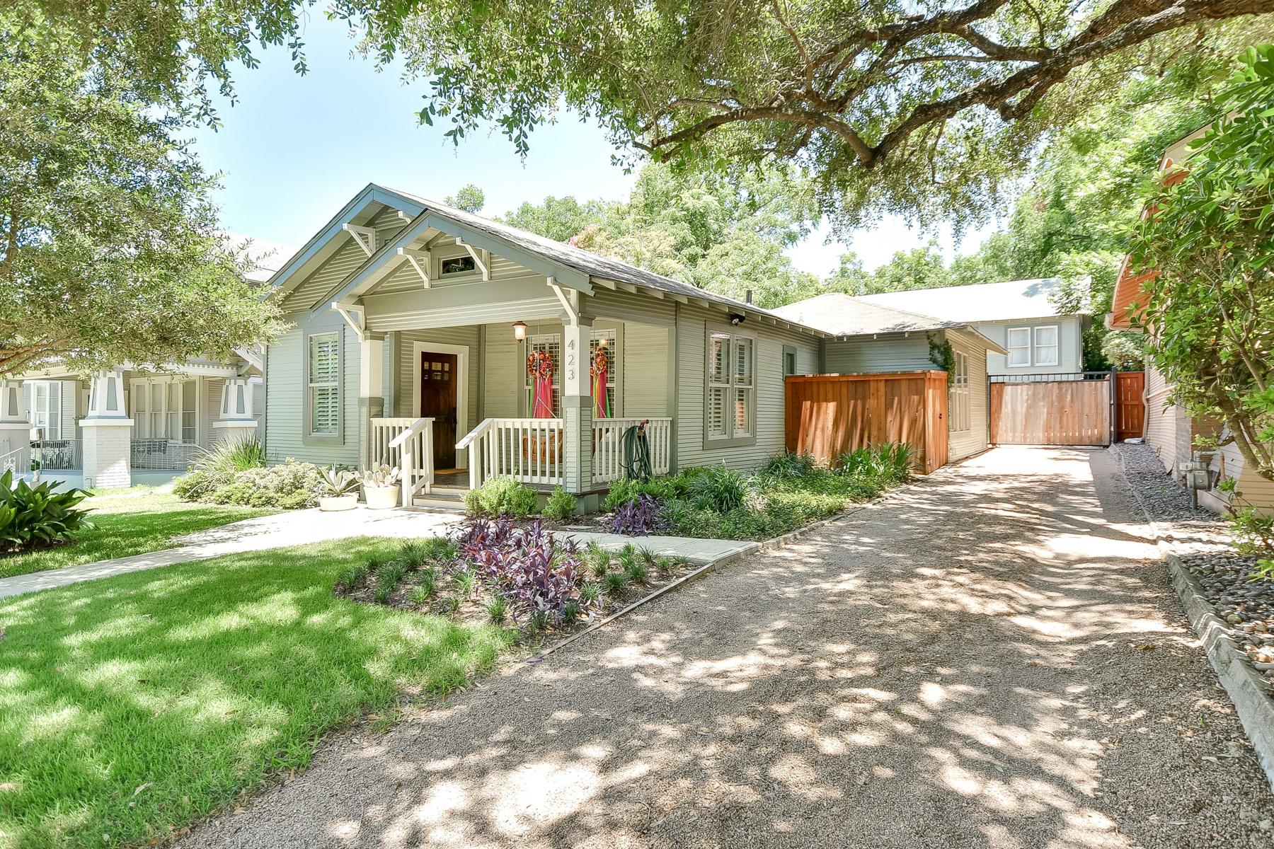 Casa Unifamiliar por un Venta en Adorable Bungalow in Mahncke Park 423 Queen Anne Ct San Antonio, Texas 78209 Estados Unidos