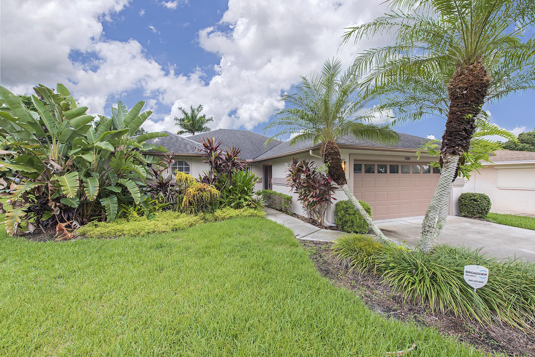 Maison unifamiliale pour l Vente à CARIBE WOODS 1100 Cooper Dr Naples, Florida 34103 États-Unis
