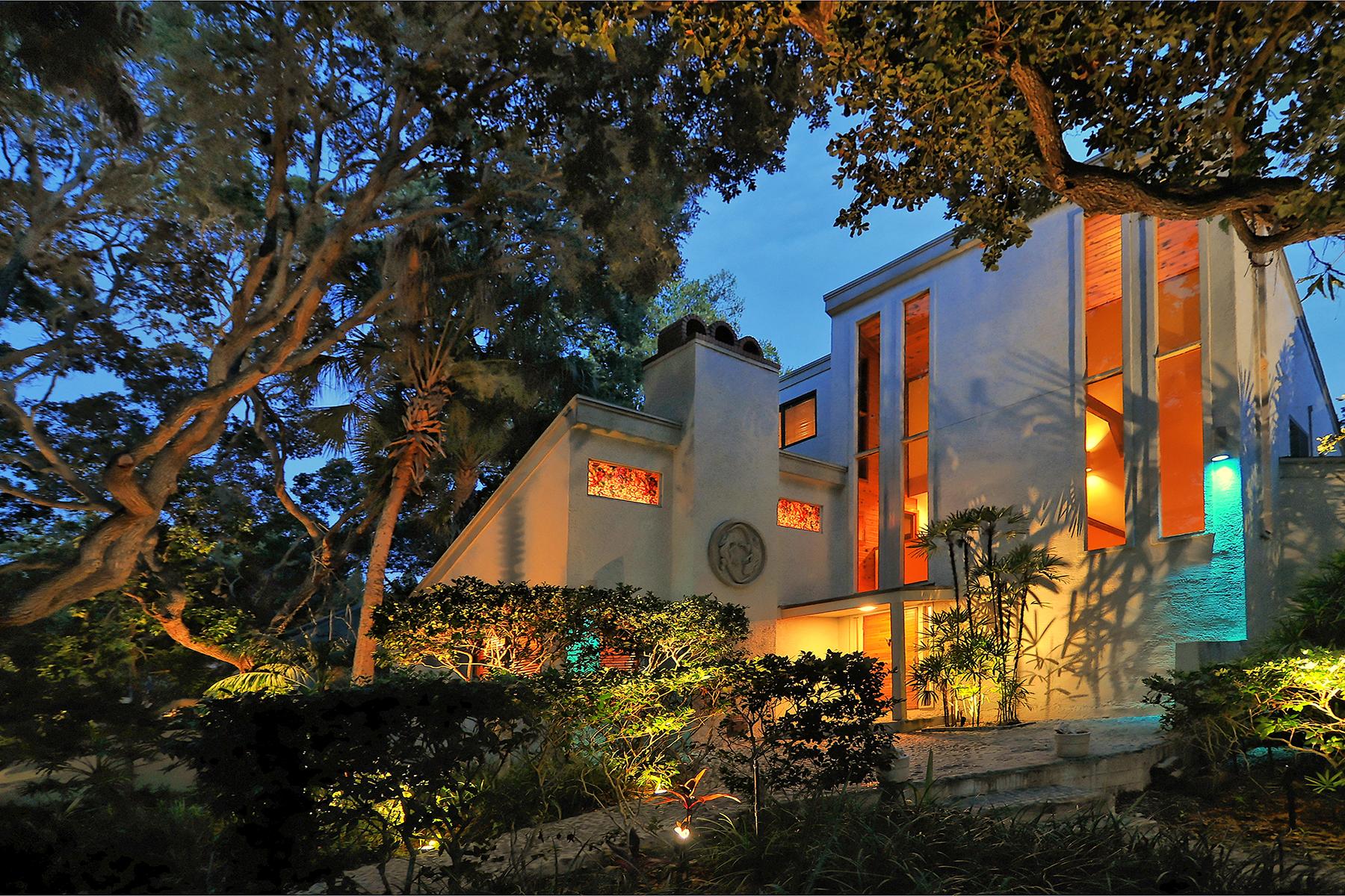 단독 가정 주택 용 매매 에 SIESTA KEY 1310 Roberts Bay Ln Sarasota, 플로리다 34242 미국
