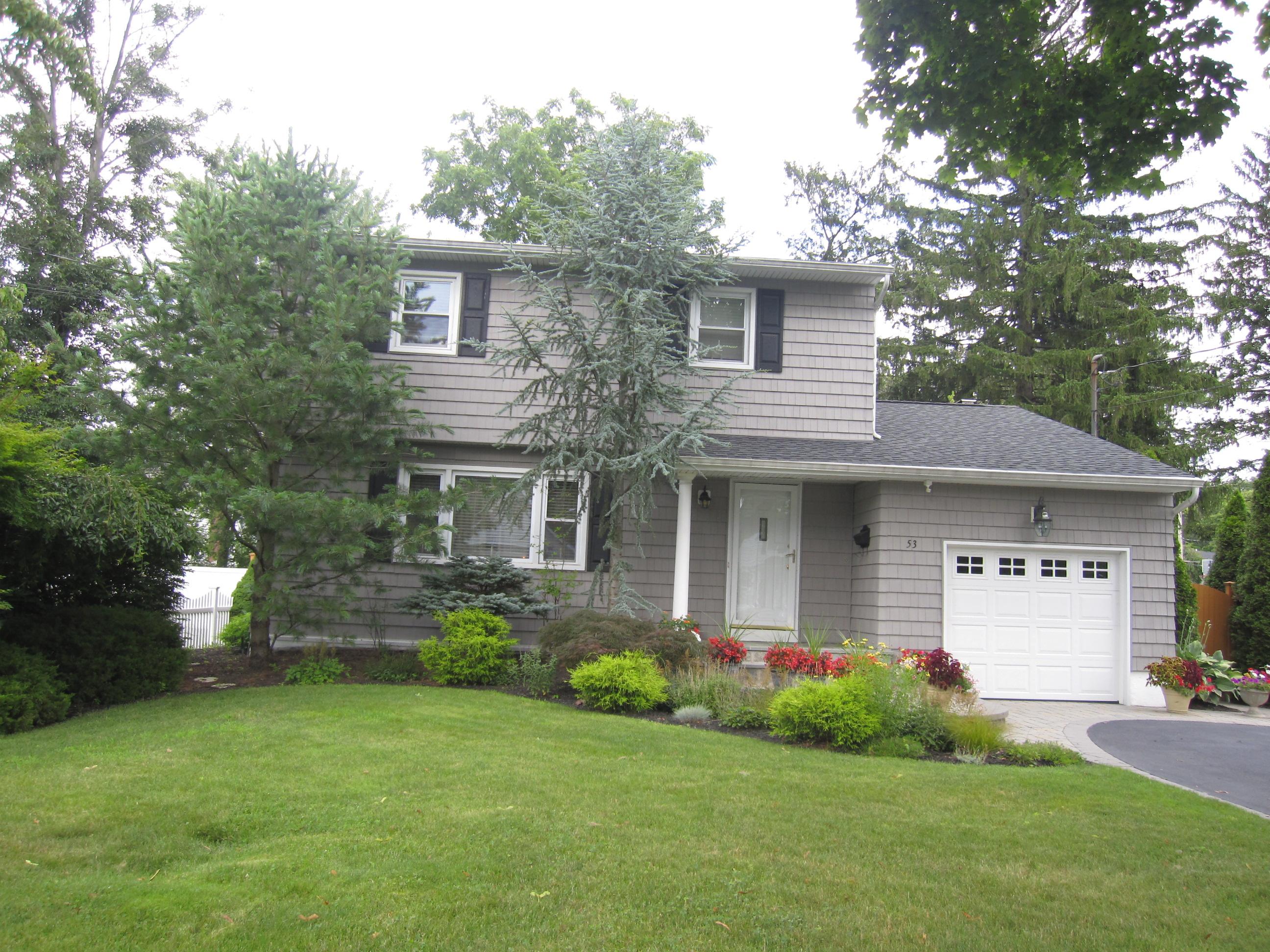 단독 가정 주택 용 매매 에 Colonial 53 Cornell Ave Smithtown, 뉴욕 11787 미국