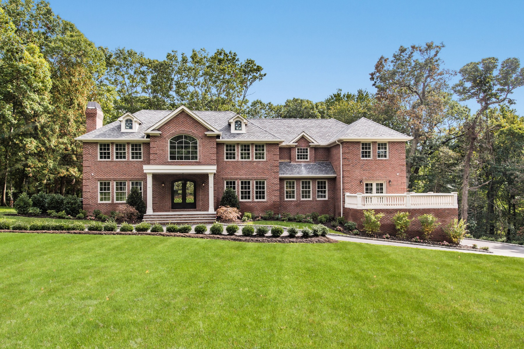 Single Family Home for Sale at Colonial 677 Linda Ct Upper Brookville, New York, 11771 United States