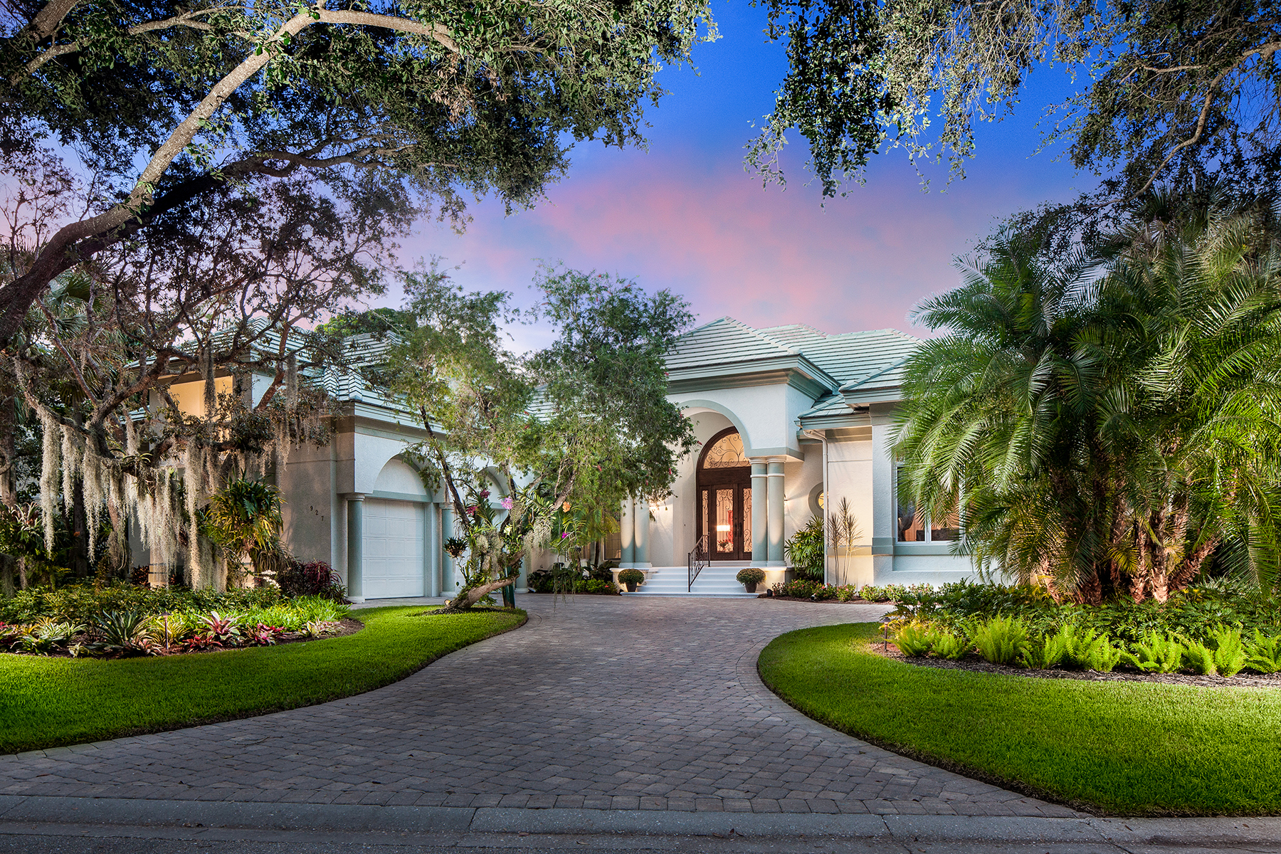 Single Family Home for Sale at Naples 927 Barcarmil Way Naples, Florida, 34110 United States