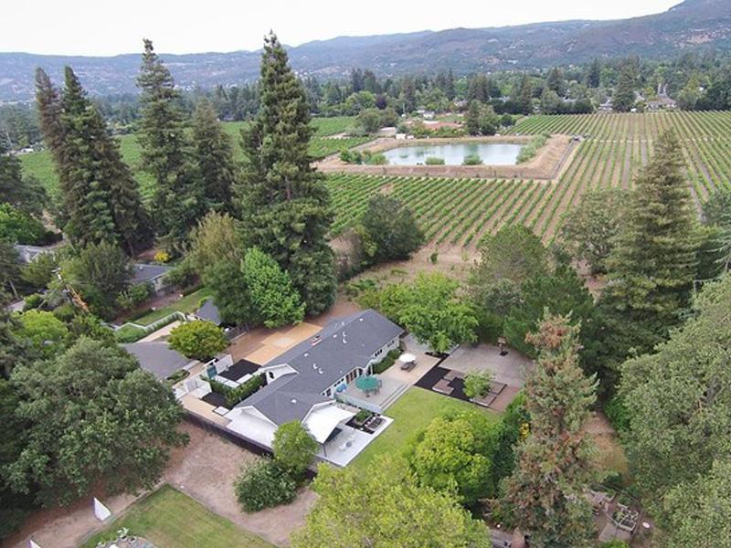 Maison unifamiliale pour l Vente à 1056 Woodside Dr, Napa, CA 94558 1056 Woodside Dr Napa, Californie 94558 États-Unis