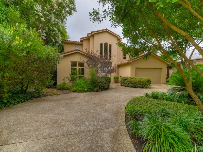Maison unifamiliale pour l Vente à Exceptional Old World Charm in Terrell Hills 128 Auburn Pl San Antonio, Texas 78209 États-Unis