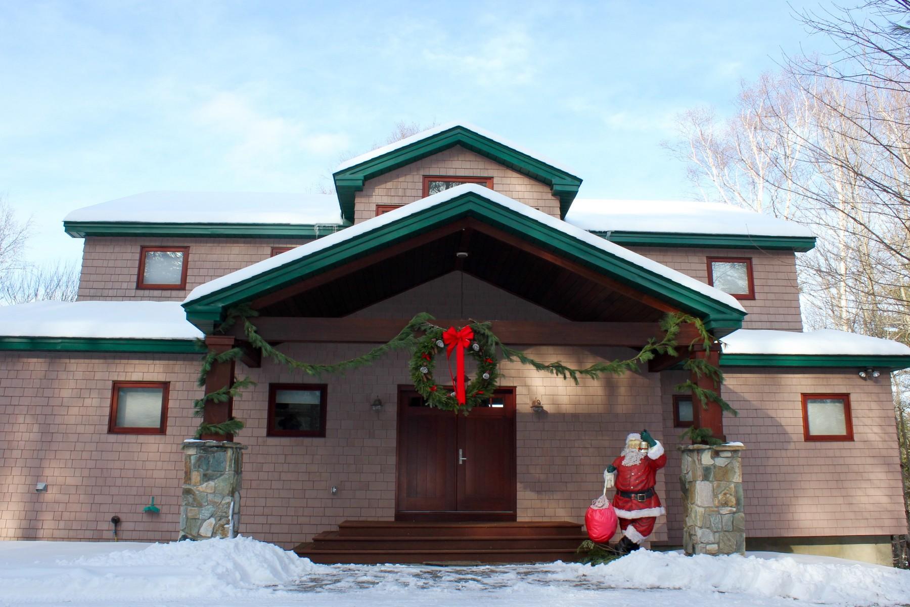Maison unifamiliale pour l Vente à Minutes to Okemo Mountain! 64 Bear Ridge Ludlow, Vermont, 05149 États-Unis