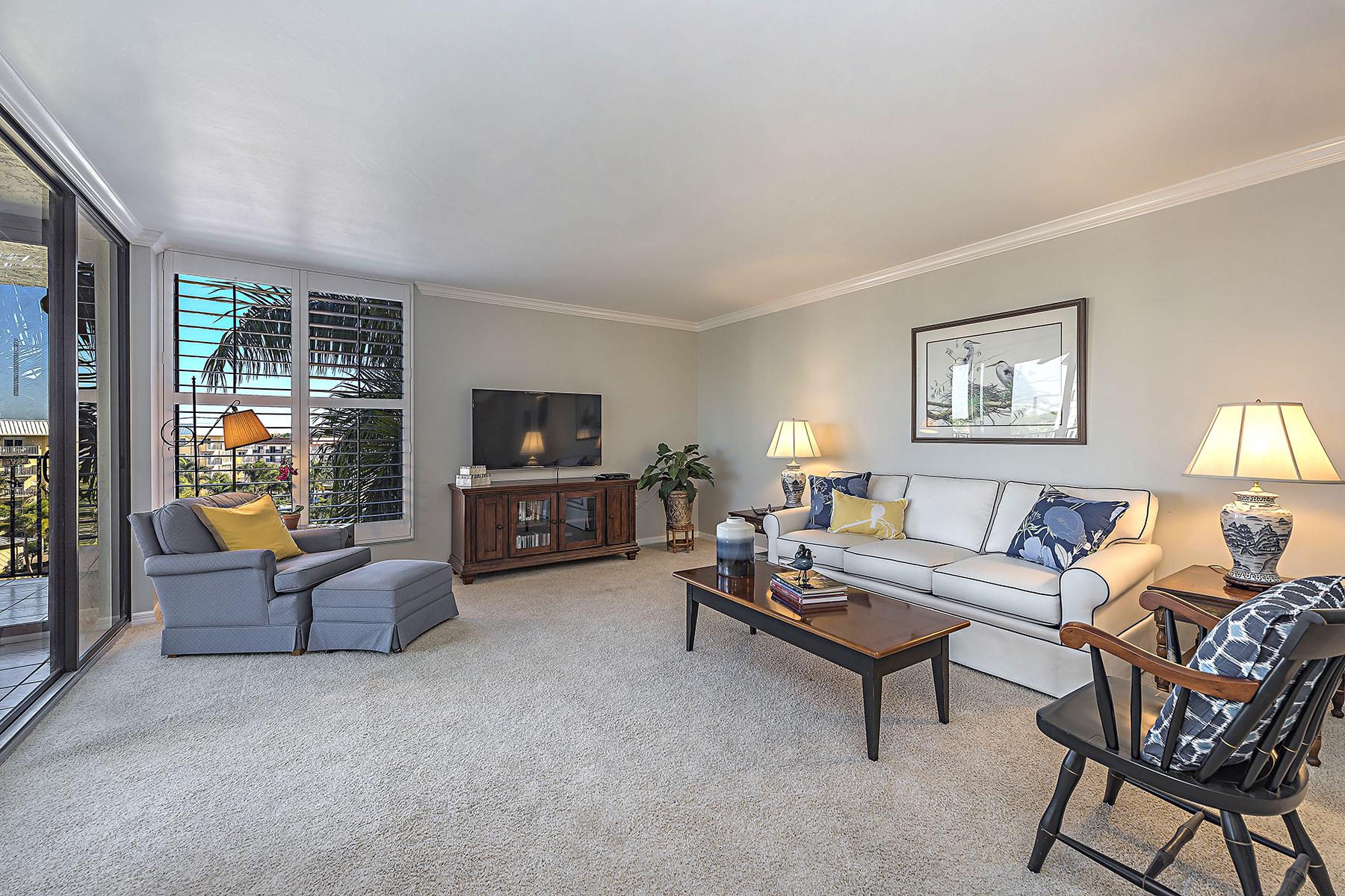 Eigentumswohnung für Verkauf beim MOORINGS - LAUSANNE 3115 Gulf Shore Blvd N 412S Naples, Florida, 34103 Vereinigte Staaten