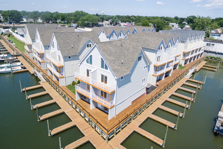共管式独立产权公寓 为 销售 在 Condo 600 Ray St 20 弗里波特, 纽约州 11520 美国