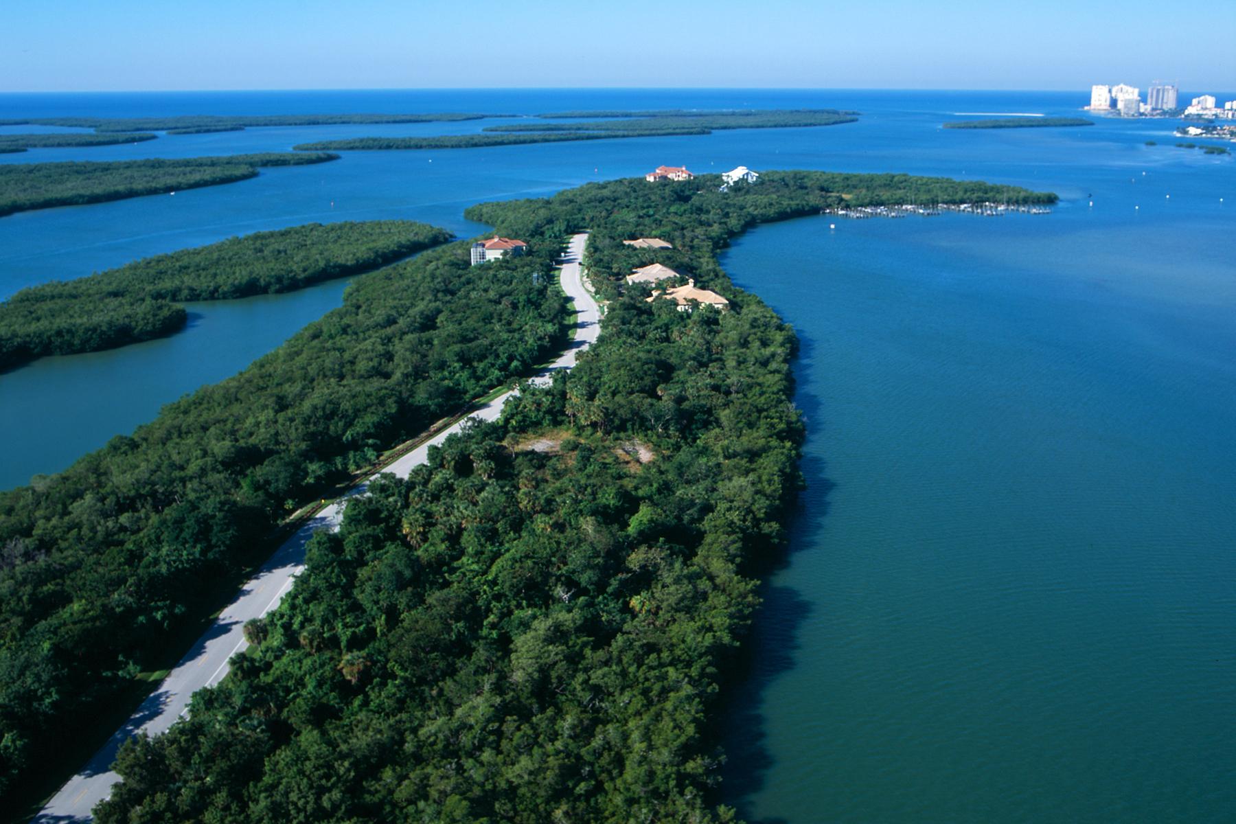 Terrain pour l Vente à MARCO ISLAND - KEY MARCO 857 Whiskey Creek Dr Marco Island, Florida 34145 États-Unis