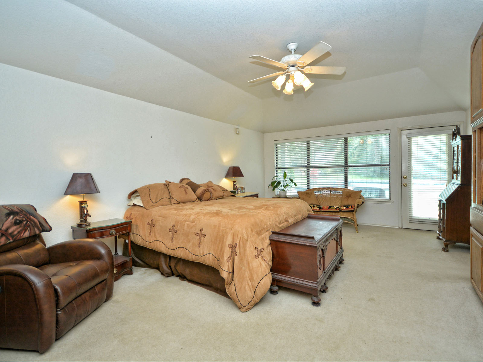 Additional photo for property listing at Entertain, Ride and Hunt Without Leaving Home 301 Lookout Dr Liberty Hill, Texas 78642 United States