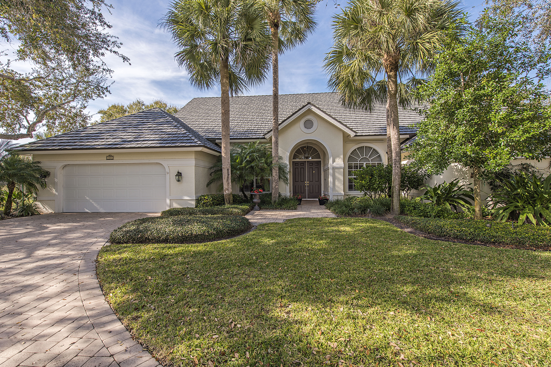 sales property at 703 Willowwood Ln , Naples, FL 34108