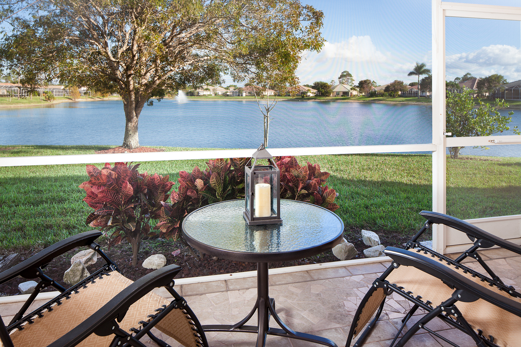 Maison accolée pour l Vente à BERKSHIRE LAKES - THE SHORES 7791 Berkshire Pines Dr Naples, Florida, 34104 États-Unis