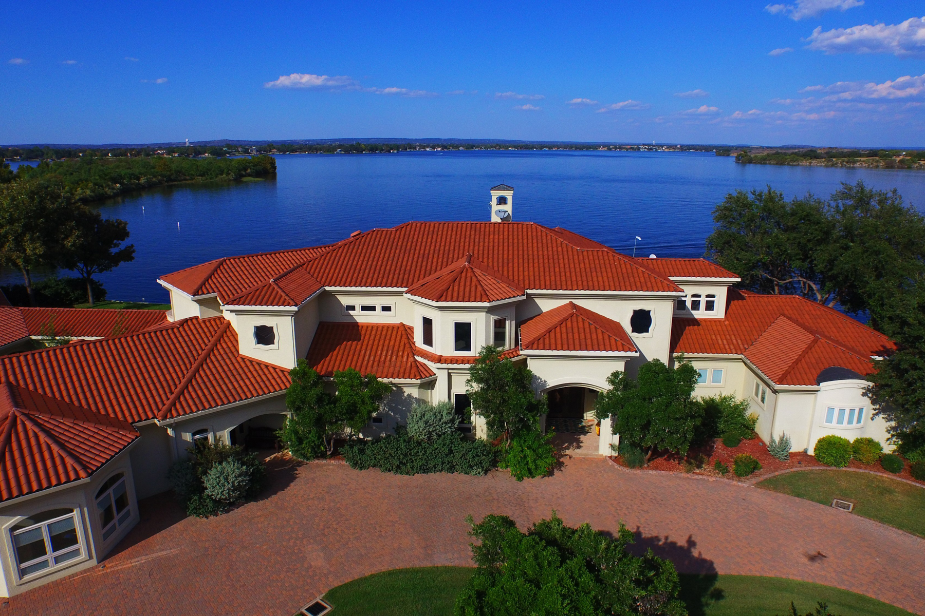 Additional photo for property listing at Imagine a Home Where the Artwork is the Lake & Sky 312 Wennmohs Pl Horseshoe Bay, Texas 78657 Estados Unidos