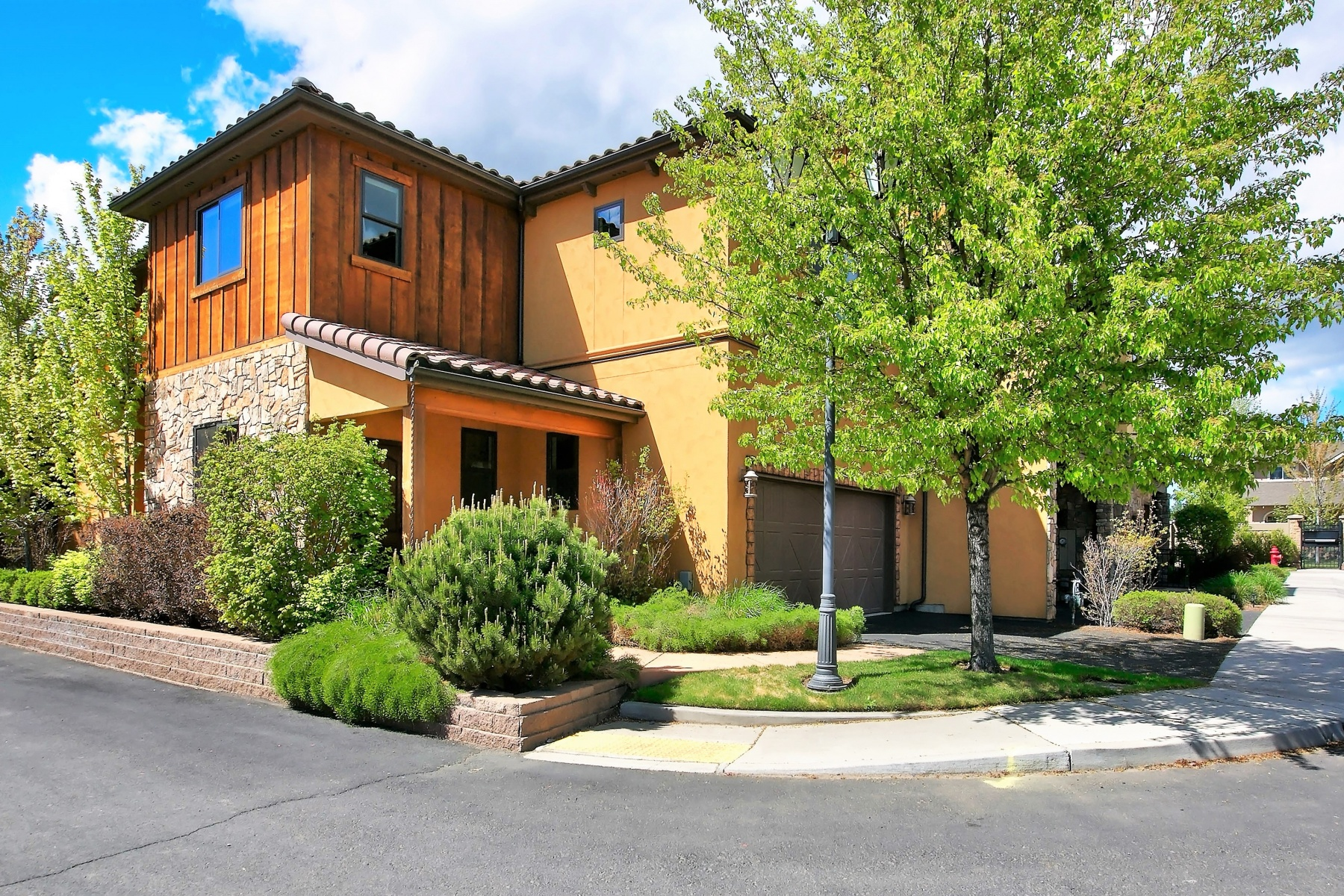 Townhouse for Sale at 63187 Via Palazzo, BEND Bend, Oregon, 97703 United States