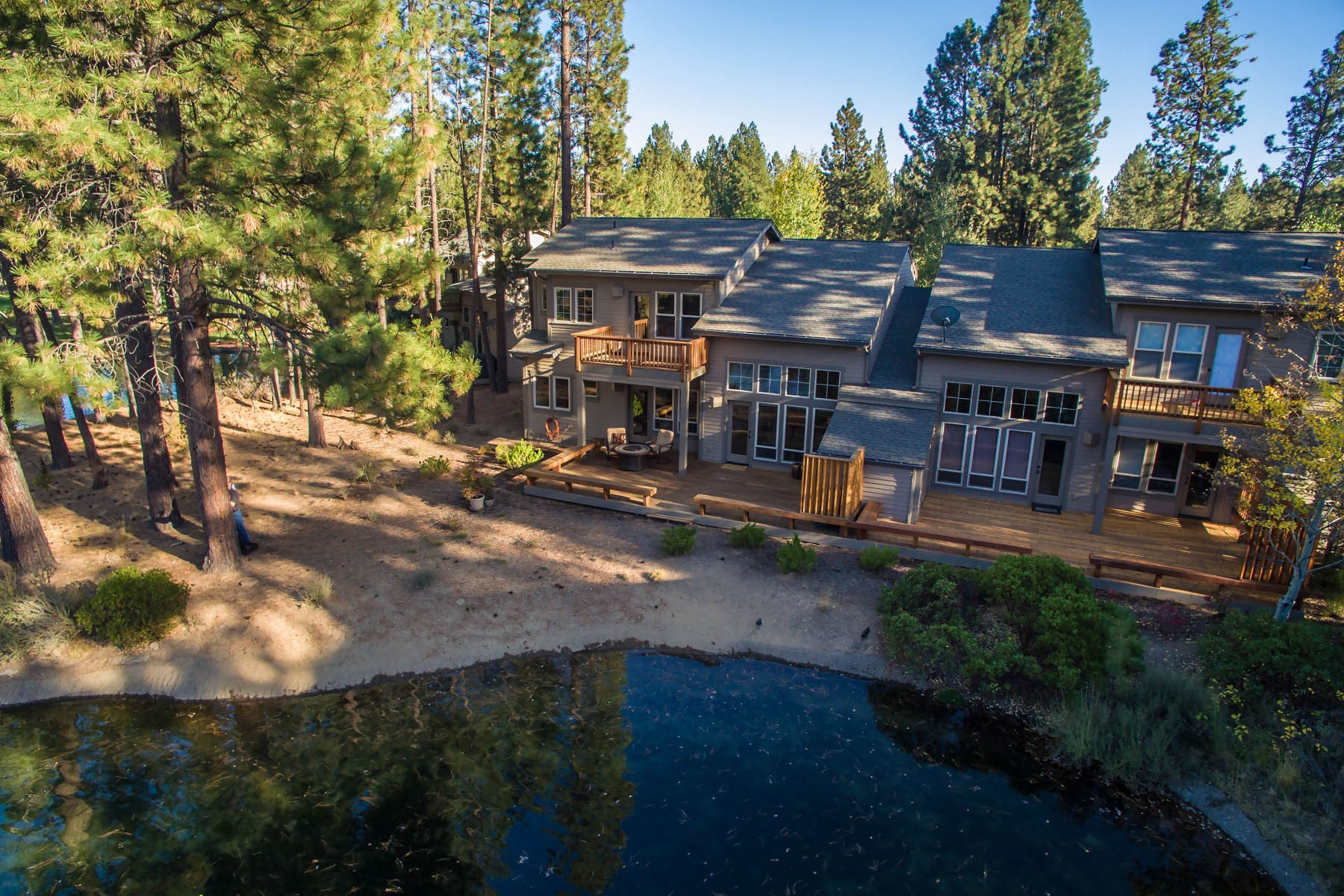 Townhouse for Sale at Beautiful Waterfront Setting 60575 SW Seventh Mountain Dr Bend, Oregon 97702 United States