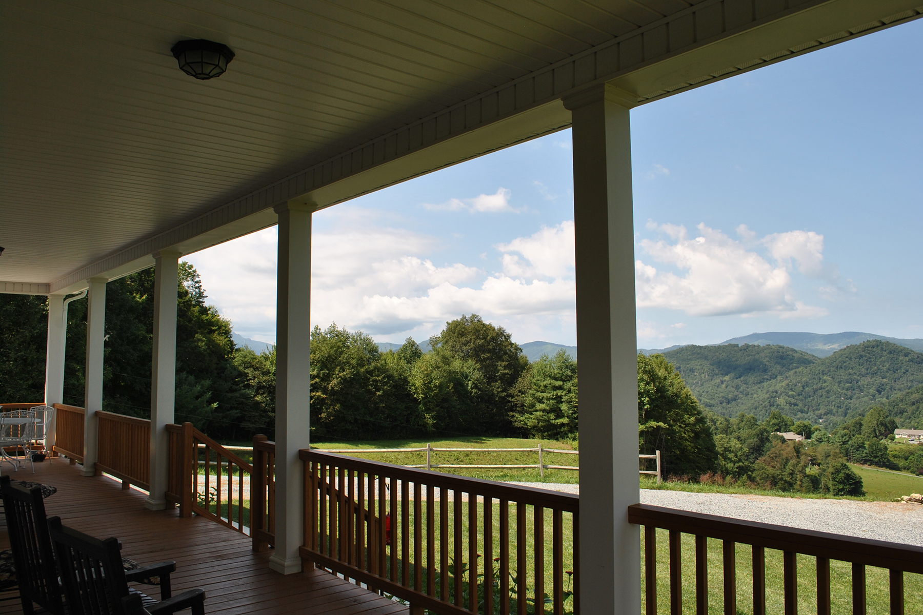 Single Family Home for Sale at MOUNTAIN ESTATE 311 Crestridge Lane Ln Boone, North Carolina, 28607 United States