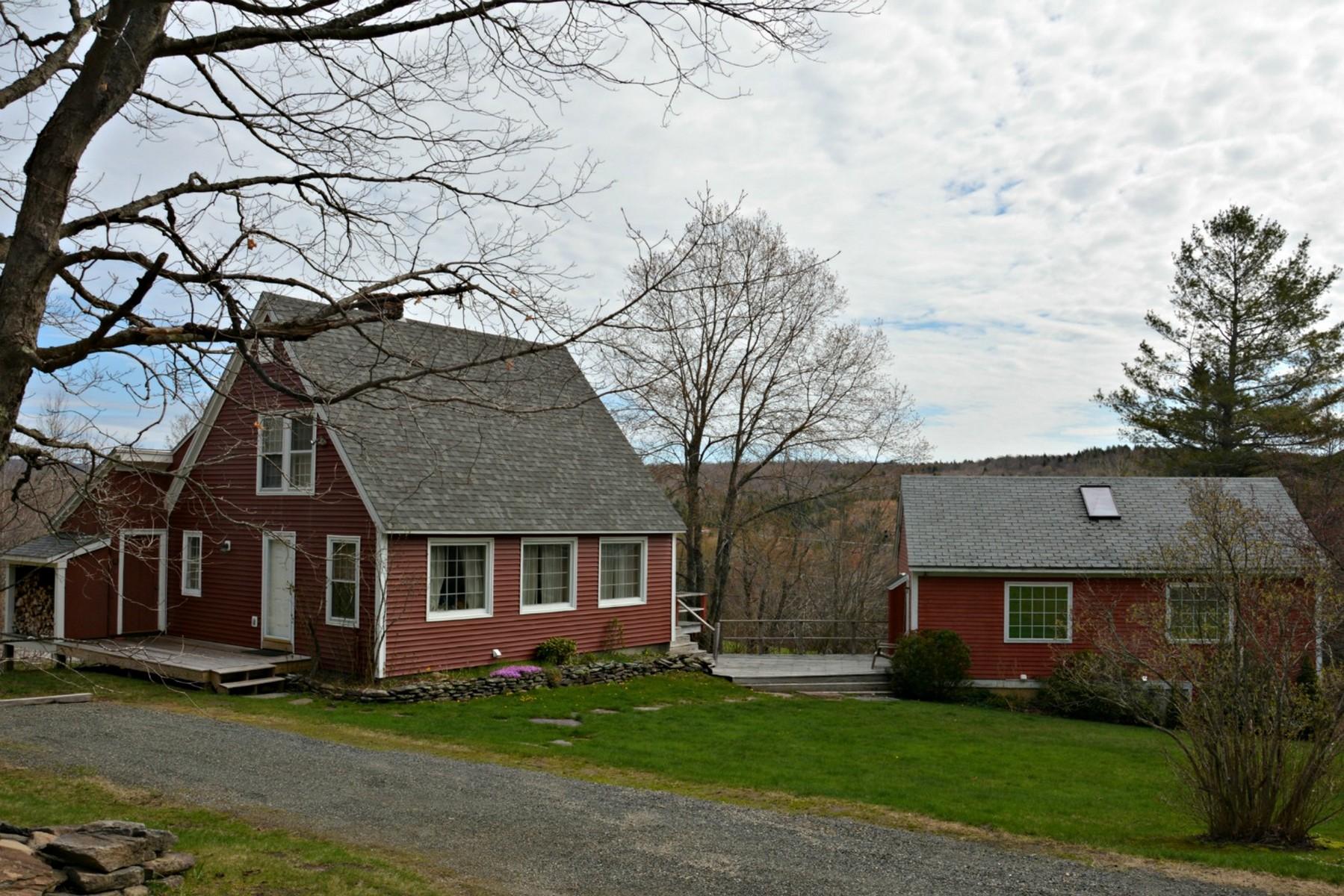獨棟家庭住宅 為 出售 在 Artistic Cape and Guest House 27 Sturgis Rd Wilmington, 佛蒙特州, 05363 美國