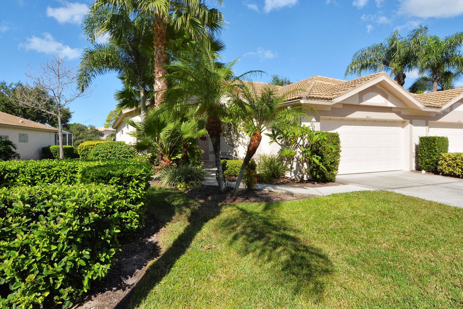 Townhouse for Sale at STONEYBROOK GOLF AND COUNTRY CLUB 9504 Forest Hills Cir Sarasota, Florida, 34238 United States