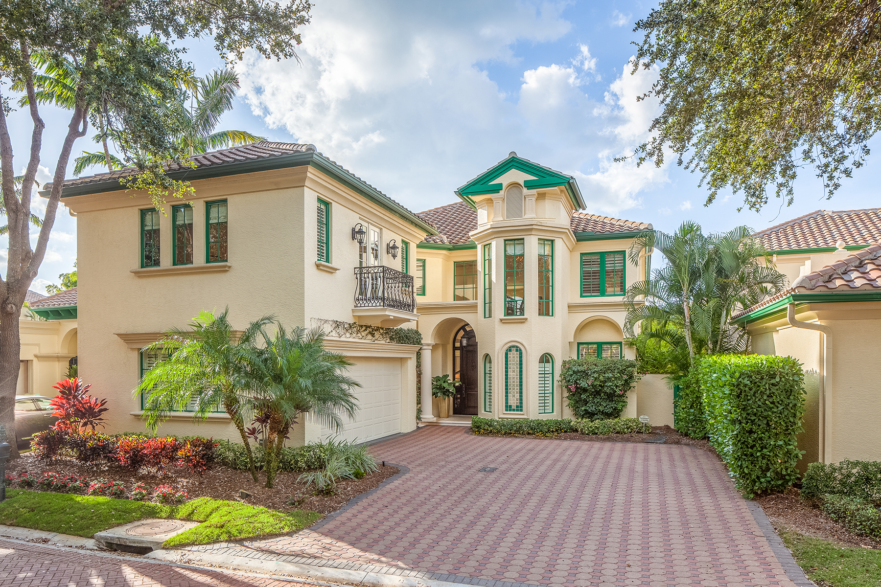 sales property at PELICAN BAY - VIZCAYA AT BAY COLONY