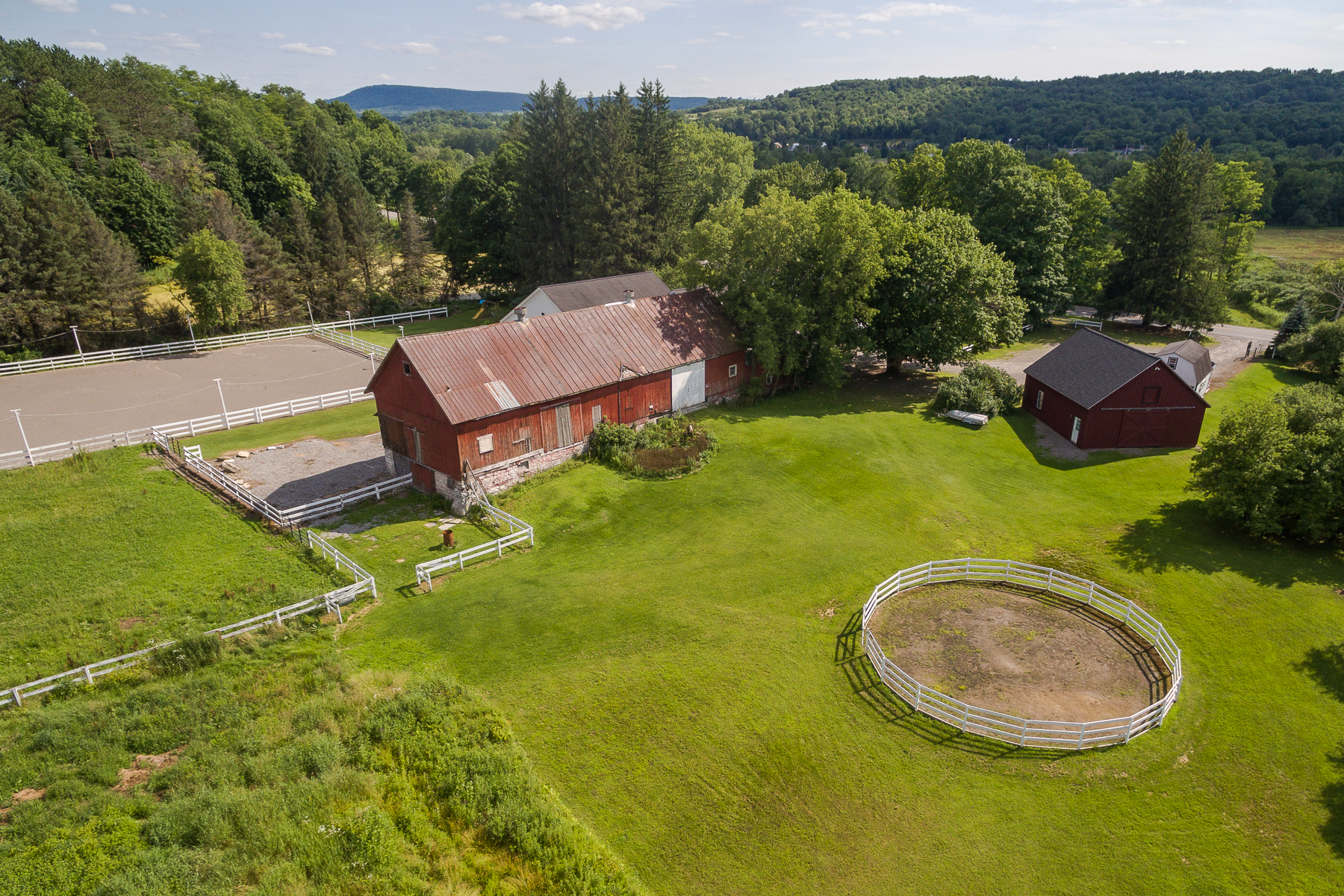 Additional photo for property listing at Historic Equestrian Estate 8040  State Rt 28 Newport, New York 13416 États-Unis