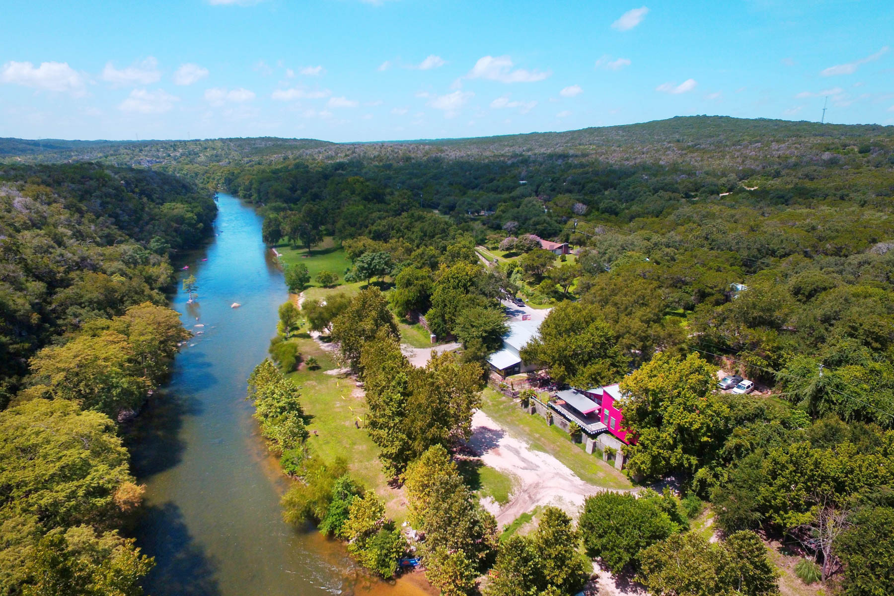 Comercial por un Venta en Thriving Gudalupe Riverfront Business 7296 River Rd New Braunfels, Texas 78130 Estados Unidos