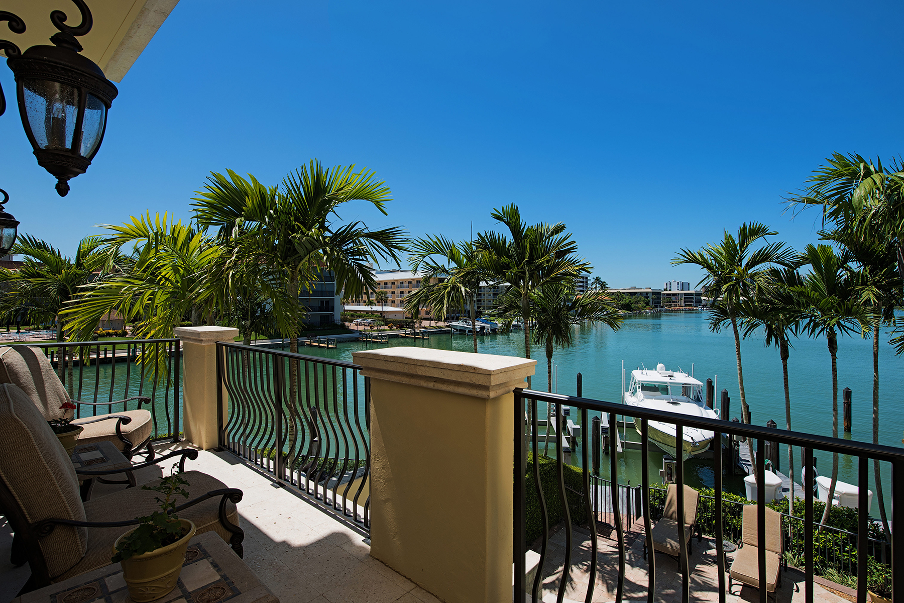 Townhouse for Sale at MOORINGS - VISTA ROYALE 231 Harbour Dr 5 Naples, Florida 34103 United States