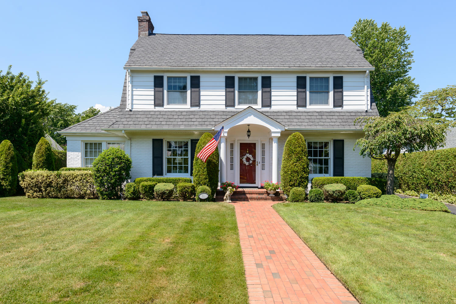 Single Family Home for Sale at Colonial 81 Brook St Garden City, New York 11530 United States