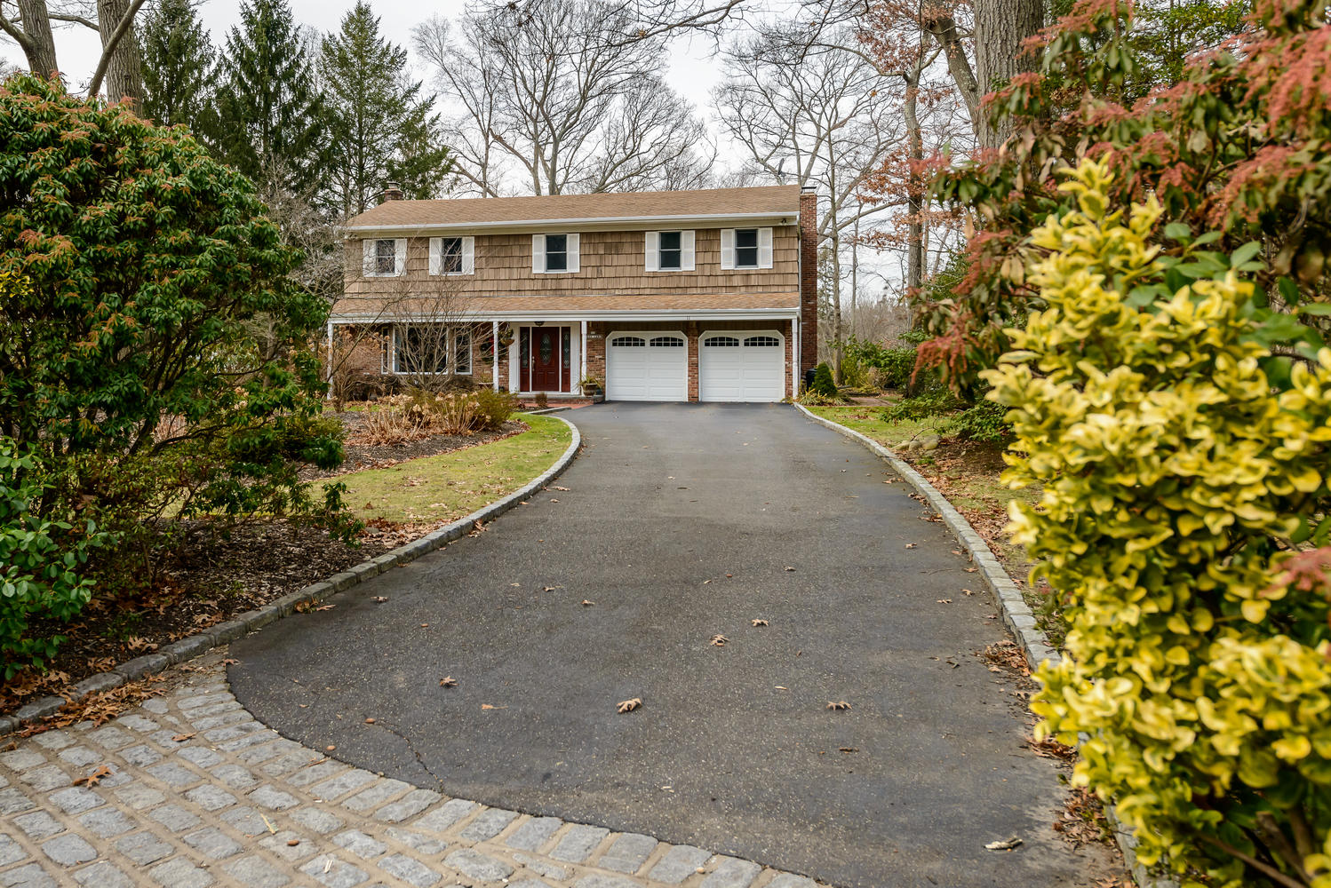Single Family Home for Sale at Colonial 11 Pegs Ln Cold Spring Harbor, New York, 11724 United States